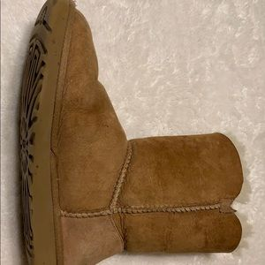 UGG Bailey boot single button size 7